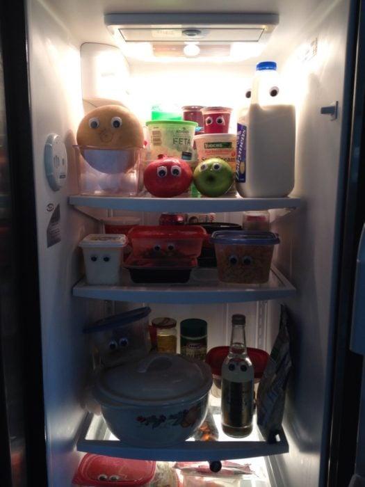 refrigerador comida con ojos