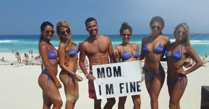 """mom im fine"" en cancun"