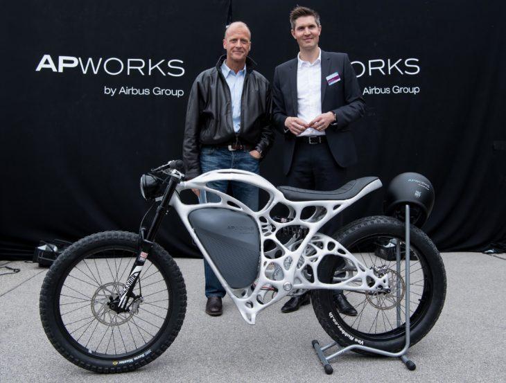 Creadores de Light Rider, moto impresa en 3D
