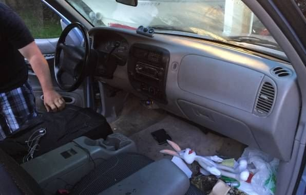 camioneta sucia interior