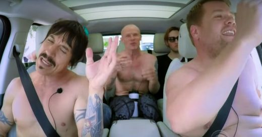 Los Red Hot Chili Peppers se desnudan en un coche ¡y cantan 'Californication', 'Give It Away' y más!