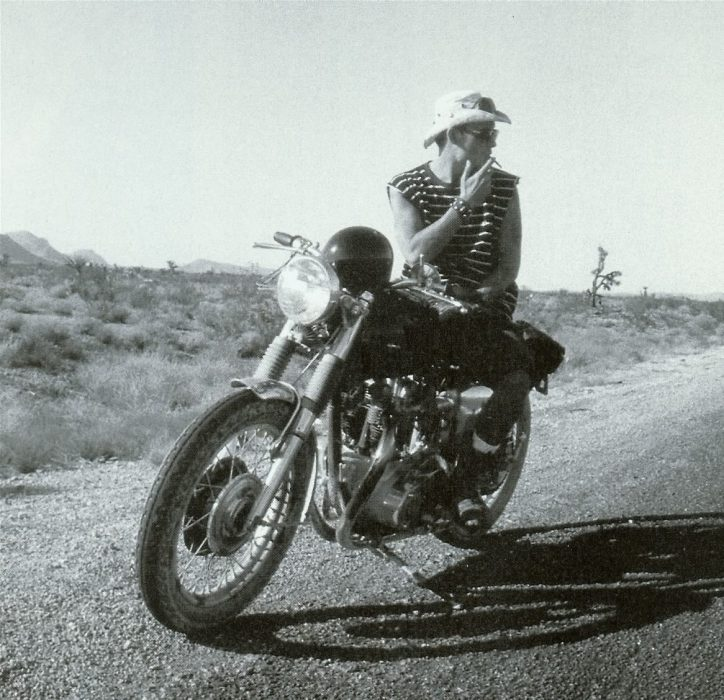 Hunter s thompson en moto fumando