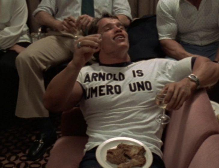 chuarzeneger comiendo carne