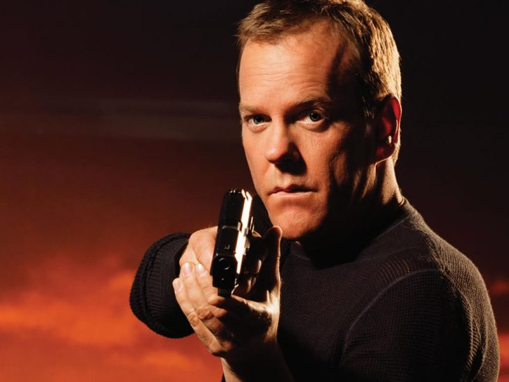 Jack Bauer sostiene una pistola