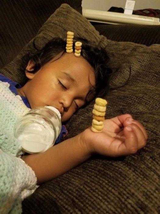 reto cheerios en niño dormido