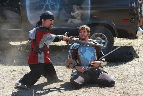 espadas dinklage peleando