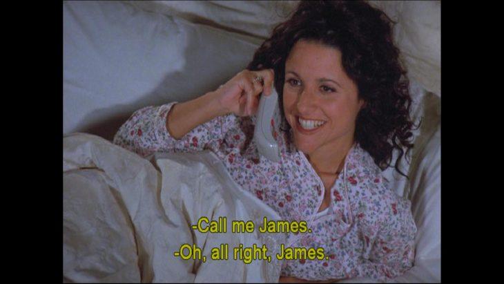 elain despertando con telefono