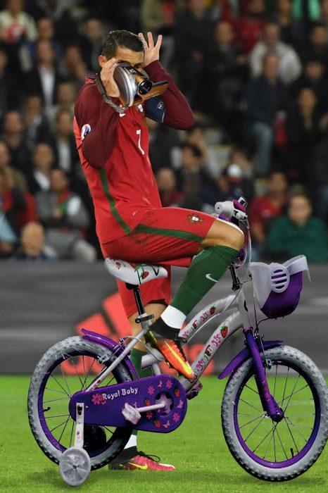 ronaldo en bici niña