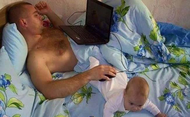 bebé usado como mousepad