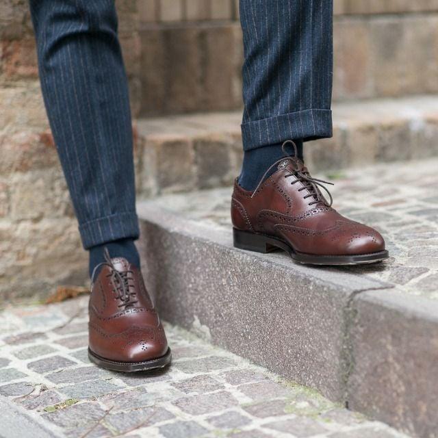 zapatos oxford en escaleras