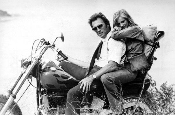 clint eastwood en moto