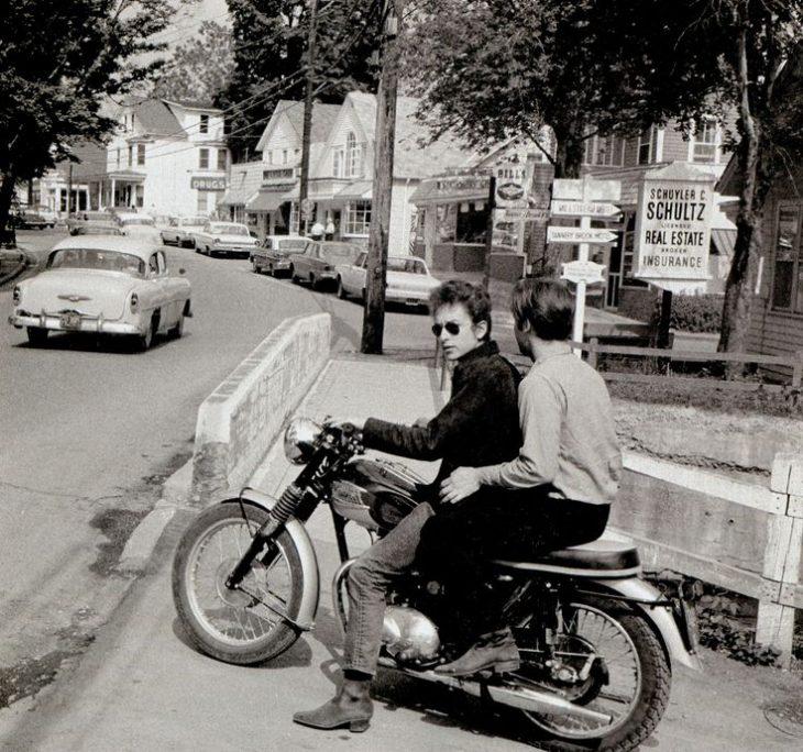 bob dylan en moto bco y negro