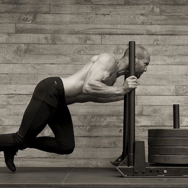 rutina de ejercicio de jason statham empuje