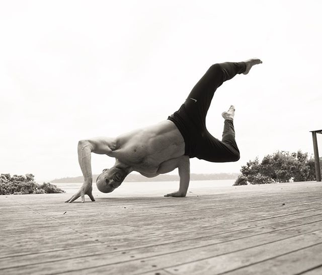 rutina de ejercicio de jason statham yoga