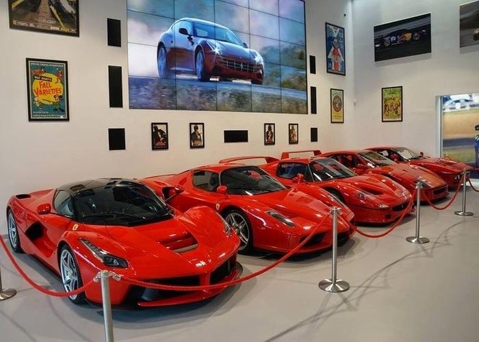 Variedad de Ferrari en color rojo
