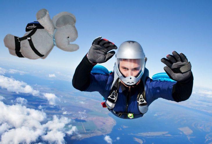 elefante salto paracaídas