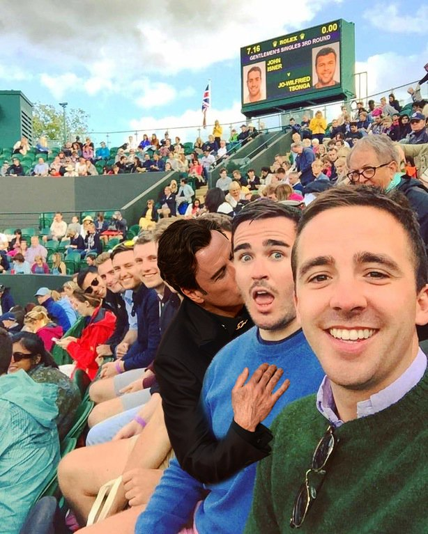 travolta en selfie