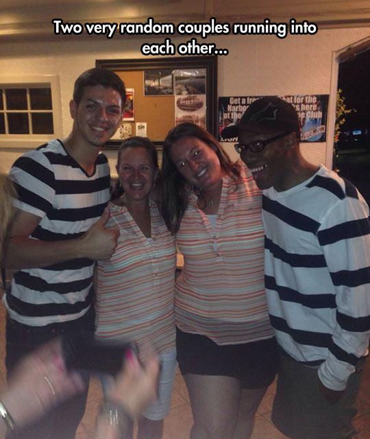 pareja vestidos igual