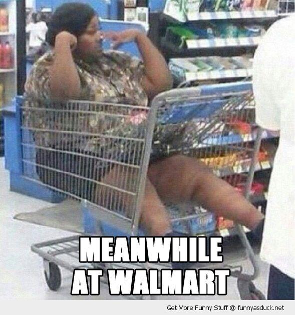 mientras tanto en Walmart señora en carrito