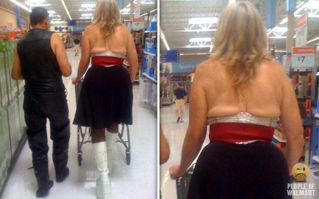 mujer y hombre en Walmart