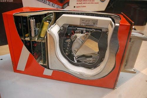 El interior de una caja negra de avión