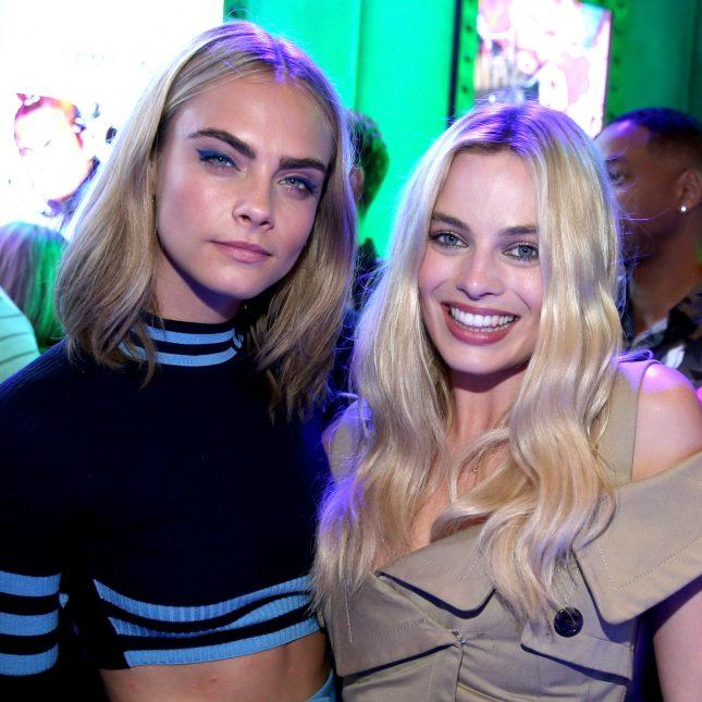 Margot Robbie y Cara Delevigne en evento