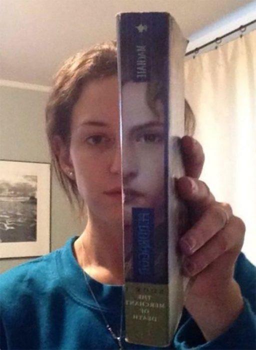 libro y mujer