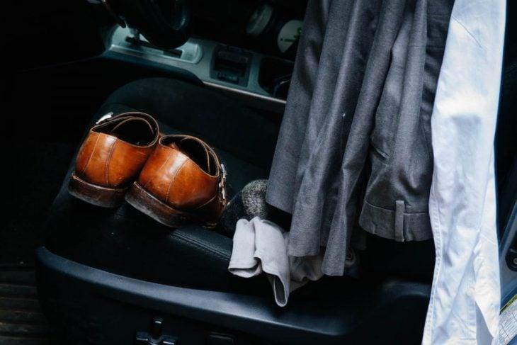 zapatos en un carro