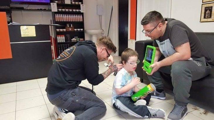 corte a niño autista