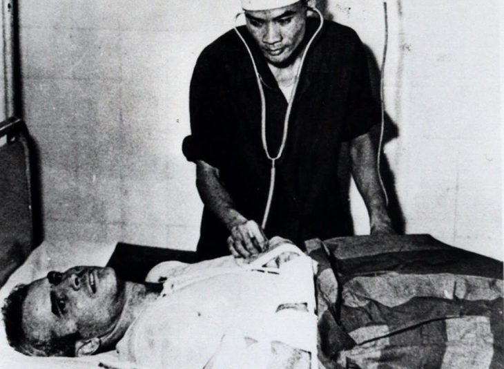 john mccain prisionero en vietnam