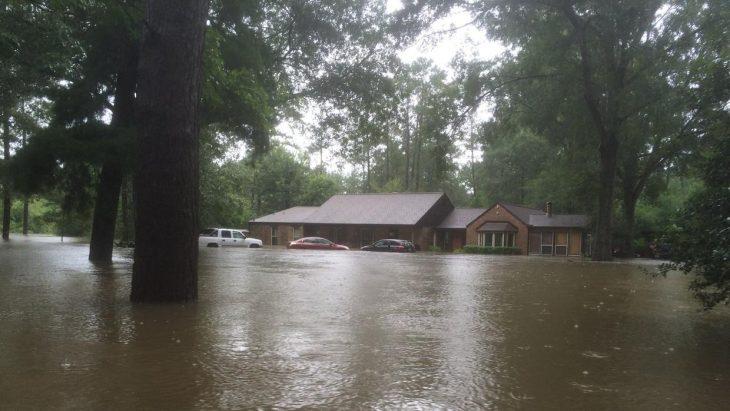 inundación casa de tony perkins