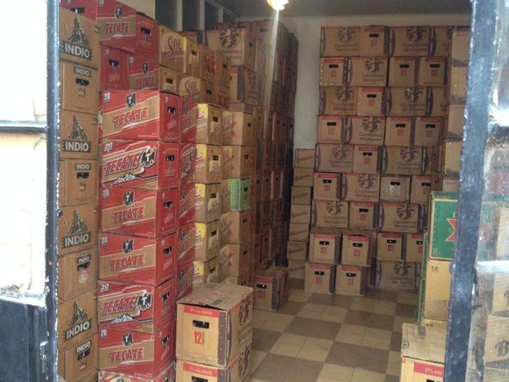 Cartones de cerveza en tienda