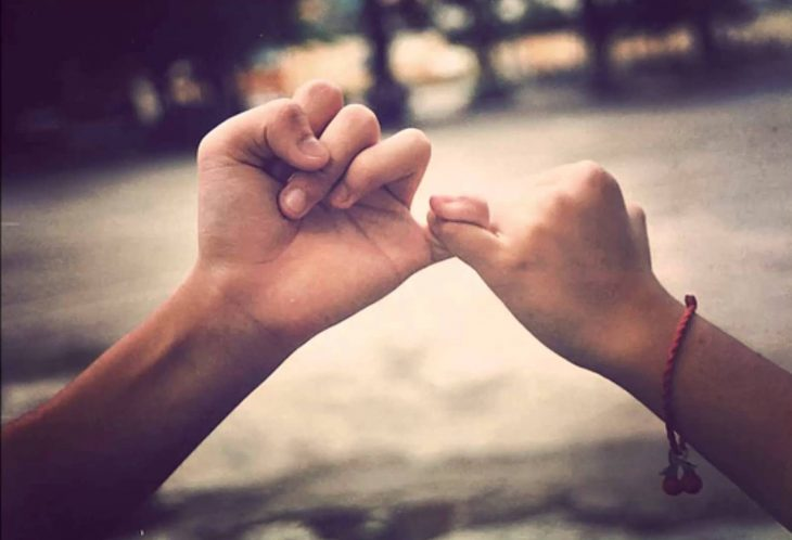 dedos compromiso