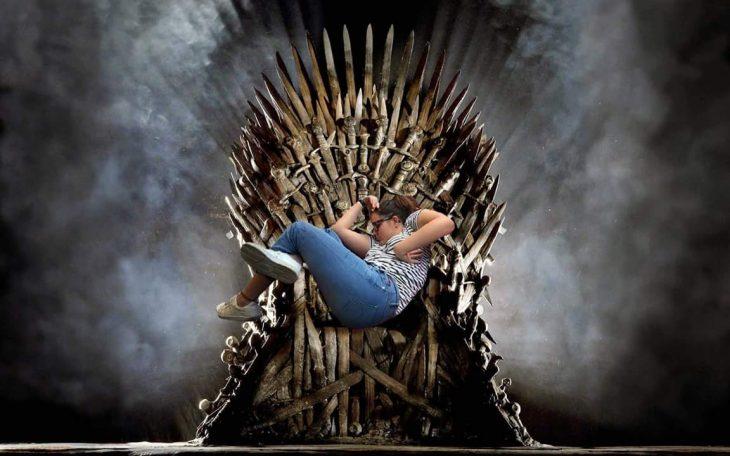 dormida en trono de hierro meme