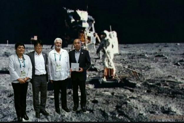 En la luna COM