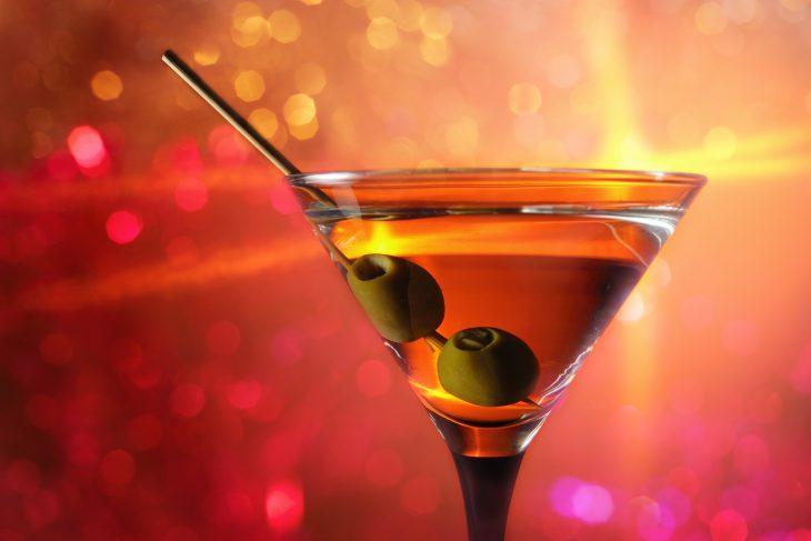 Martini con dos aceitunas