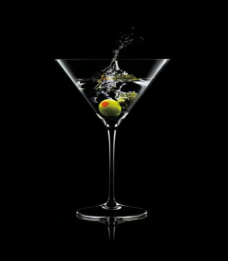 Un martini con aceituna