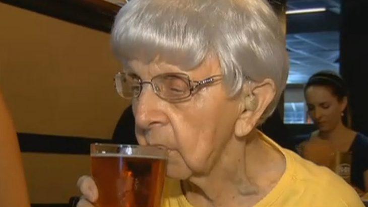 mujer 103 cerveza