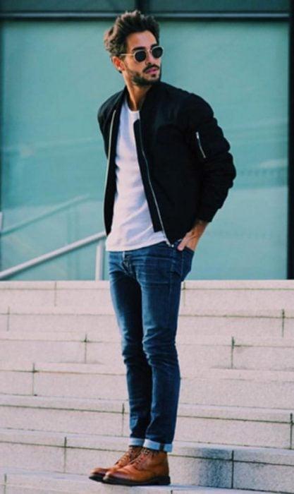 chamarra playera y pantalon jeans