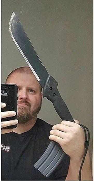 cuchillo y cargador