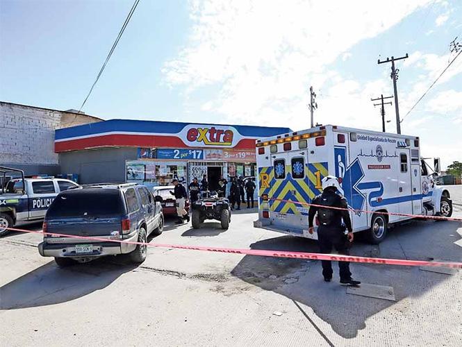 Policía y rescatistas durante asalto