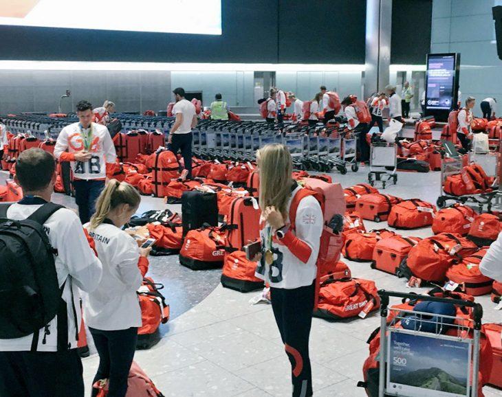 maletas rojas aeropuerto