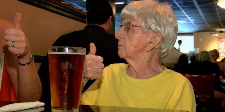 cerveza mujer 103