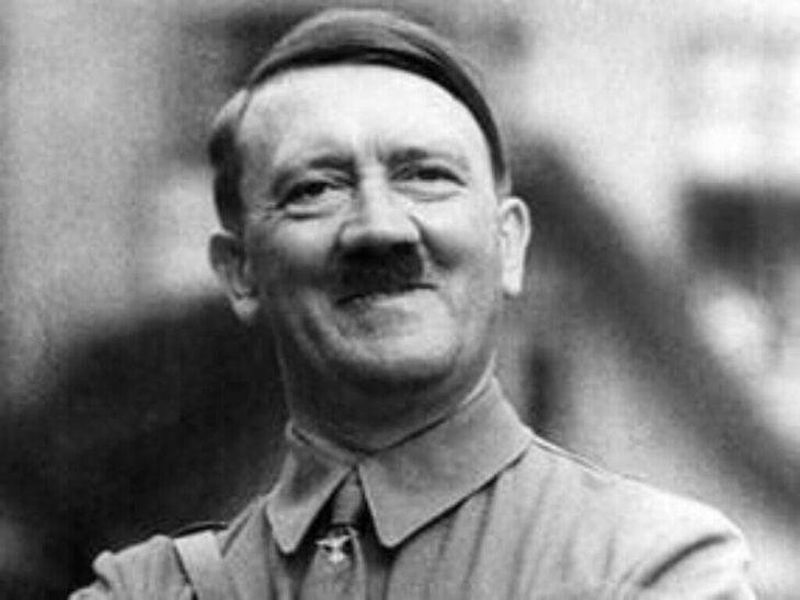 Hitler sonriendo