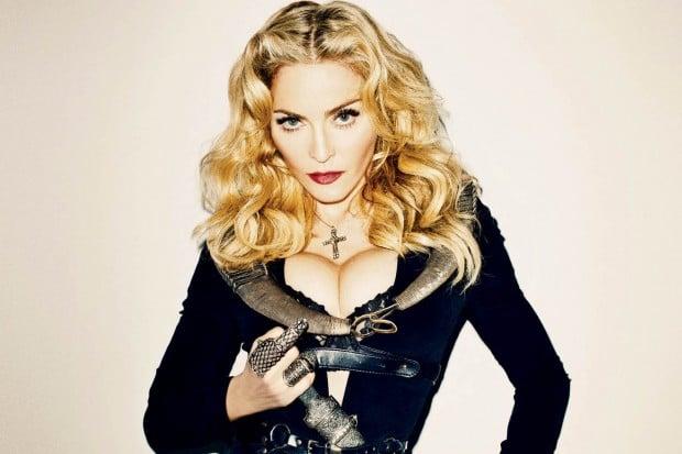 Madonna vestida de negro