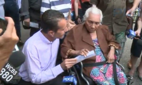 Anciana recibe premio luego de ser asaltada