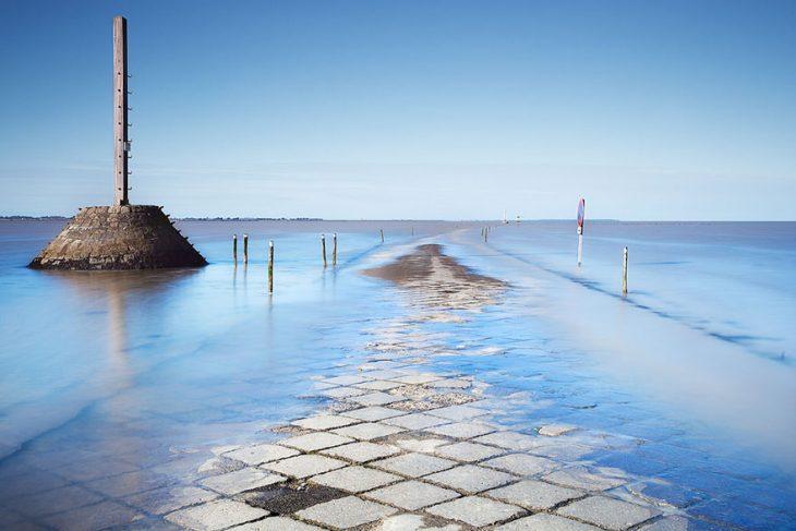 carretera en el agua