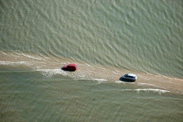 carros en el agua