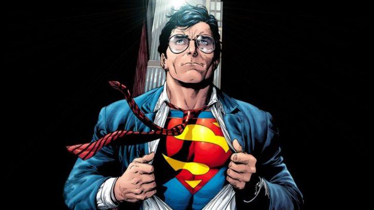 Superman transformándose