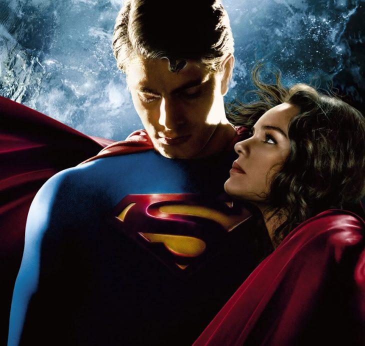 Luisa Lane mira a Superman